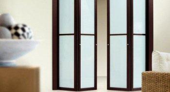 Складные межкомнатные двери: особенности конструкции и преимущества